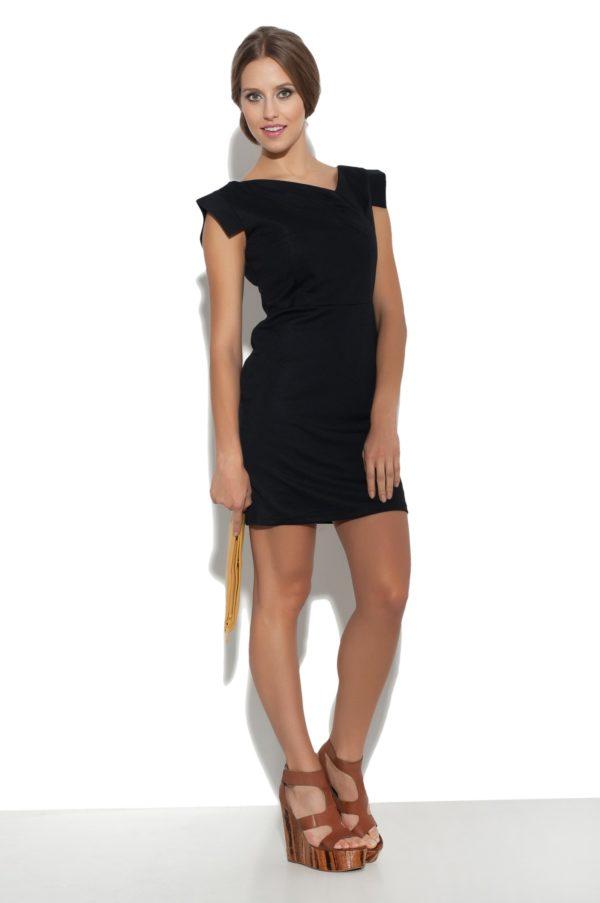 Sukienka mini z asymetrycznym dekoltem Filigran modelka front