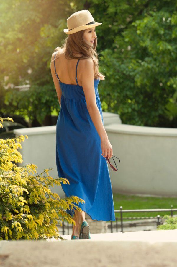 Sukienka bawelniana maxi na ramiaczkach niebieska modelka back