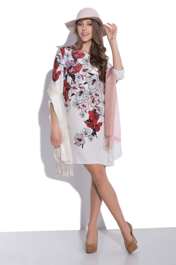 Sukienka z nadrukiem kwiatowym modelka front