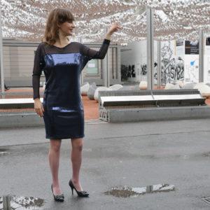 Sukienka cekinowa z długim rękawem