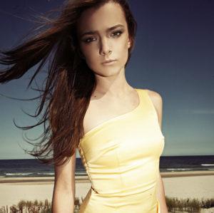 Asymetryczna sukienka na jedno ramię