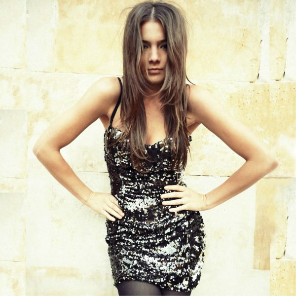 Mini sukienka cekinowa na ramiączkach